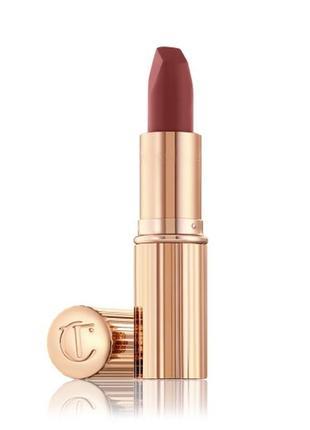 Помада charlotte tilbury matte revolution lipstick в оттенке walk of no shame , 1,1 гр.
