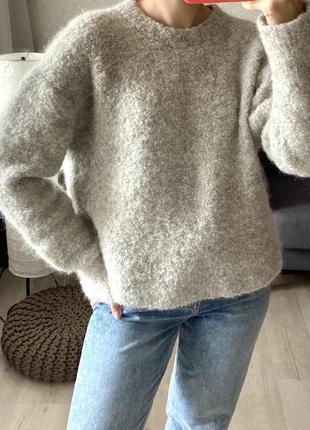 Шерстяной пушистый свитер cos