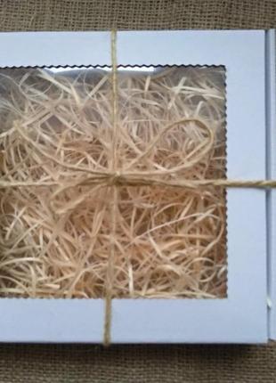 Подарункова біла коробка з вікном з наповнювачем, подарочная коробка с наполнителем