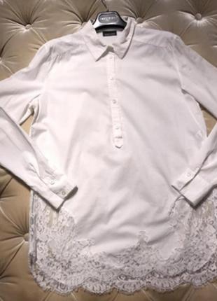 Белая удлиненная  блузка с кружевом  дорогого бренда италия