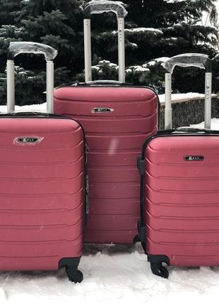Чемодан пластиковий, валіза для ручної поклажі.