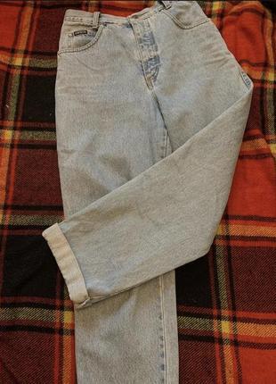 Мом джинсы на высокой талии