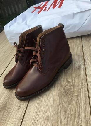 Кожаные ботинки на деревянной подошве h&m стильные сапоги туфли