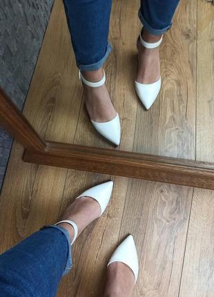 Свадебные белые туфли на толстом каблуке босоножки5 фото