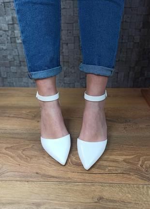 Свадебные белые туфли на толстом каблуке босоножки1 фото