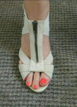 Босоножки на каблуке enzo nucci