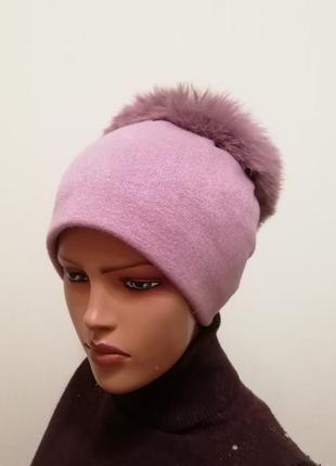 Красивая шапка с натуральным бубоном лиловый 56-58