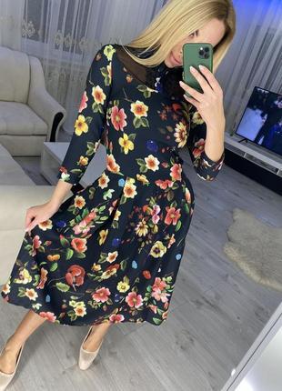 Очень красивое миди-платье в цветы