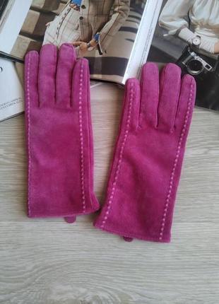 Яркие кожаные перчатки