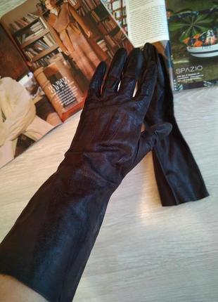 Тонкие кожаные перчатки