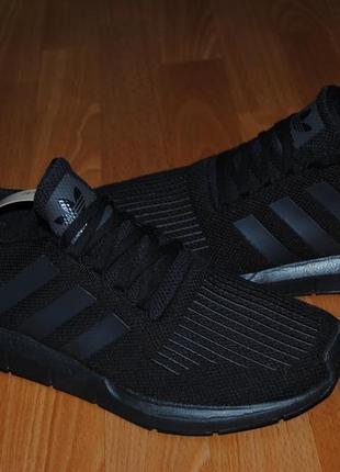 Кроссовки adidas 48 р