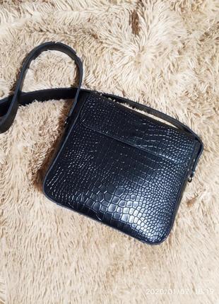 Стильная сумочка кросс боди .натуральная качественная кожа