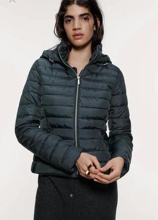 Фирменная куртка zara 2020 темно-зеленого цвета xs s m