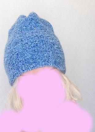 Ярко голубая шапочка бини буклированна демисезонная зимняя фактурная люрикс пайетки теплая