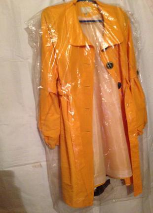 Желтое, яркое, модное пальто