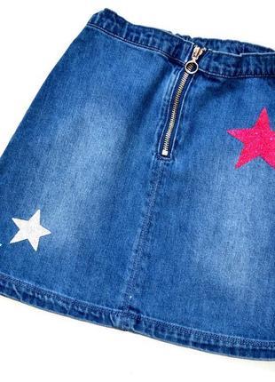 Nutmeg джинсовая юбка на молнии украшена звёздами из глитера. 8-9 лет
