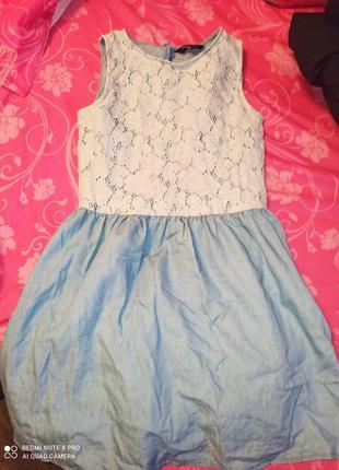 Джинсовое платье с гипюром.