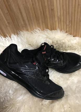 Чёрные кроссовки reebok easytone
