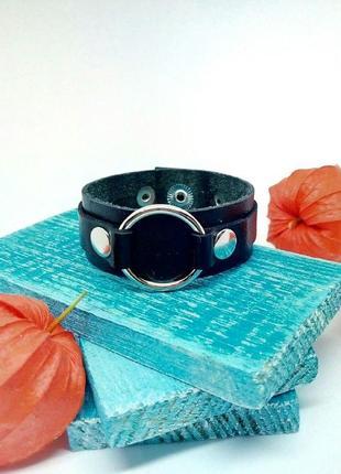 Мужской кожаный браслет с колечком