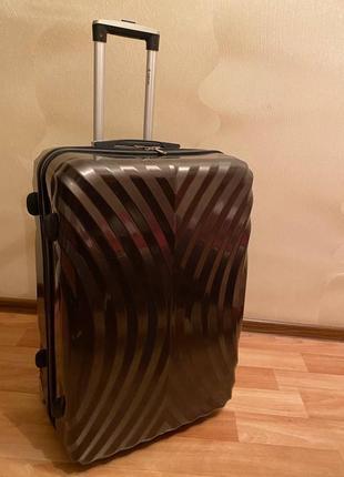 Продам чемодан в идеальном состоянии