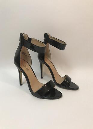 Стильные базовые чёрные босоножки, туфли на тонком ремешке