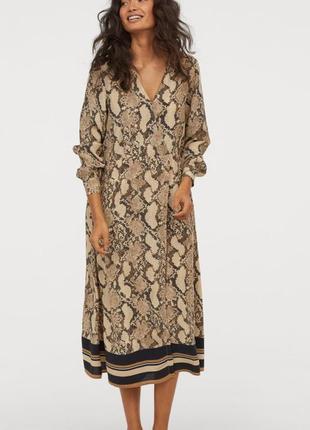 Стильное платье миди h&m в змеиный принт.