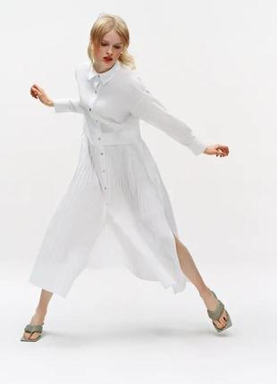 Потрясающе стильное плиссированное белое платье рубашка