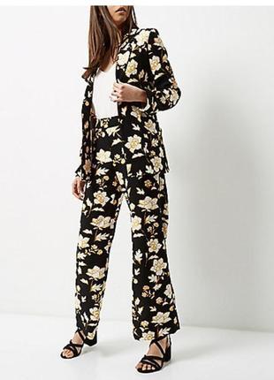 Стильные брюки цветочной расцветки