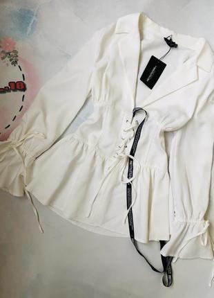Стильная блуза-блейзер на шнуровке
