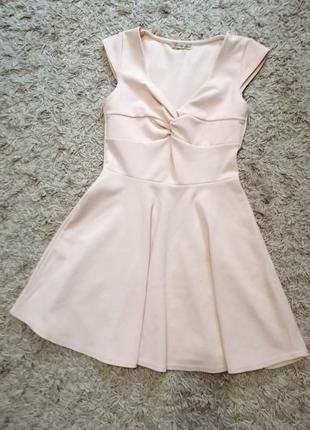 Нежное нюдовое платье
