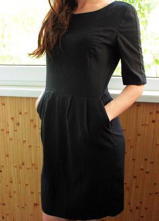 Классическое черное платье с коротким рукавом