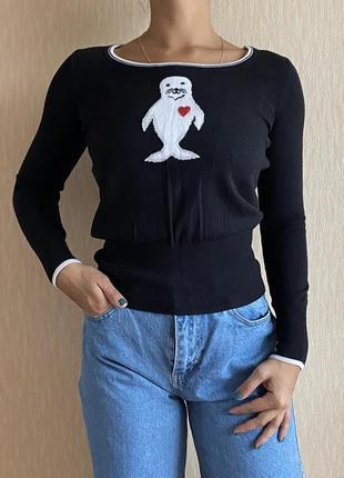 Чёрная трикотажная кофта свитер с милым морским котиком