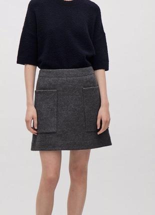 Фирменная короткая теплая  шерстянная юбка с карманами  cos  шерсть
