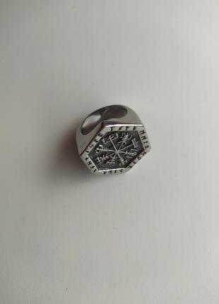 Мужское кольцо-печатка с рунами