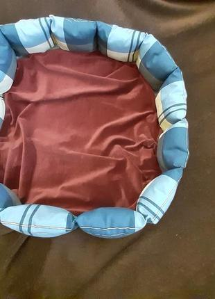Красивая новая лежанка лежак для кошек и собак размер 70×70см