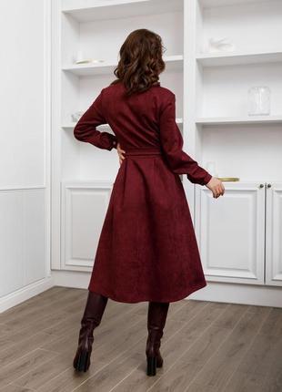 Фиолетовое замшевое приталенное платье-рубашка