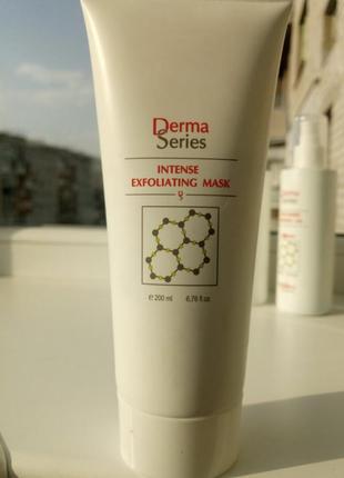 Маска-скраб с тройным действием derma series