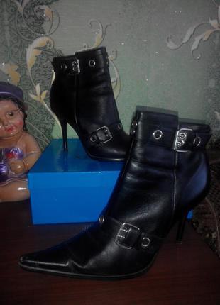 Кожаные ботиночки на шпильке