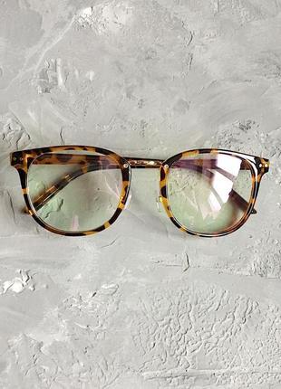 Имиджевые унисекс очки с леопардовой оправой