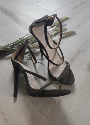 Утонченные босоножки на каблуку от bebo, размер 38-39
