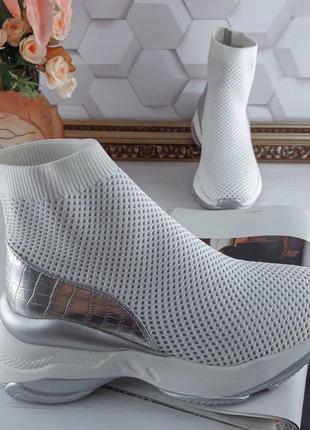 Кроссовки текстильные бело-серебряные