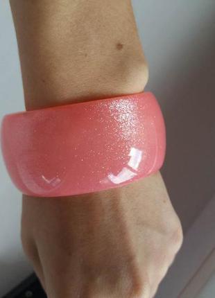 Широкий розовый браслет с блестками