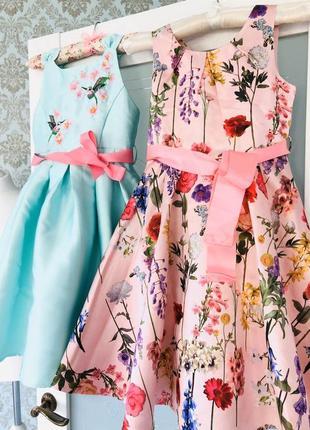 Нарядное платье в цветочный принтв цвете пудра monsoon