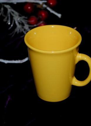 Яркая желтая однотонная  чашка из англия кружка стильная глянец
