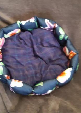 Красивая новая лежанка лежак для кошек и собак размер 60×60см