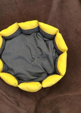 Красивая новая лежанка лежак для кошек и собак размер 45×45см