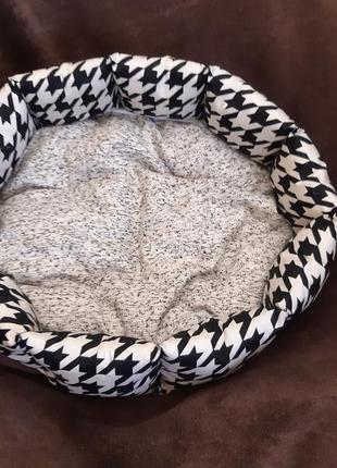 Красивая новая лежанка лежак для кошек и собак размер 40×40см