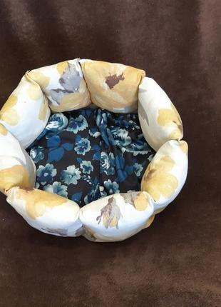 Красивая новая лежанка лежак для кошек и собак размер 35×35см