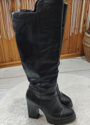 Зимние высокие сапоги на квадратном каблуке от roberto netti