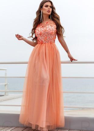 Цветочное персиковое платье-макси